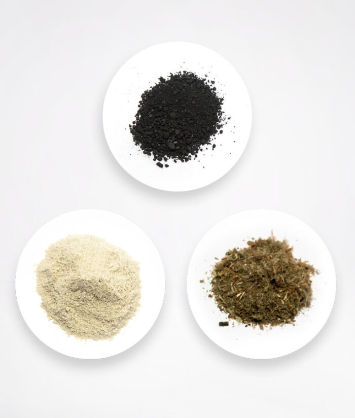 Очищающая маска для лица из бентонитовой глины, 100% натуральных лекарственных трав и древесного активированного угля.